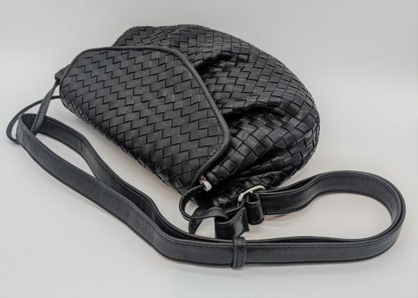 Geflochtene Tasche mit Überschlag